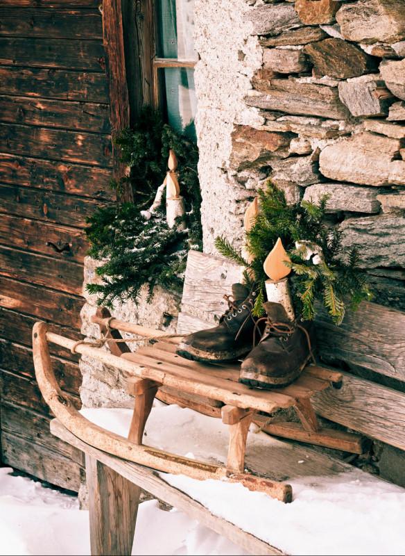 Weihnachten in den Bergen Wohnbuch Callwey Hütte Stiefel Schlitten Dekoration