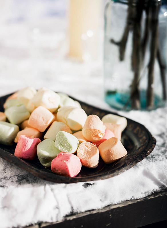 Weihnachten in den Bergen Wohnbuch Callwey Picknick Marshmallow Grill