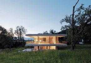 Eines der 50 Häuser aus 2018 von Dietrich|Untertrifaller Architekten