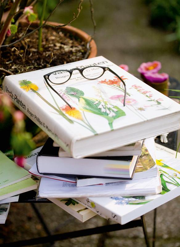 Stillife mit Gartenbüchern