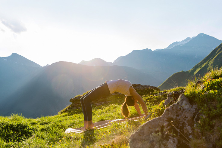 mindful yoga hotels callwey guide outdoor natur berg