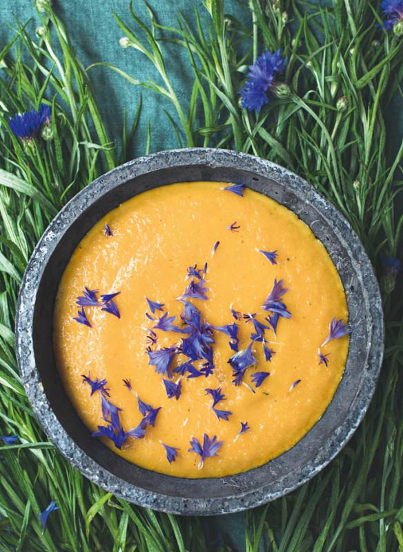 wilde wiese_Karottensuppe mit Kornblüten