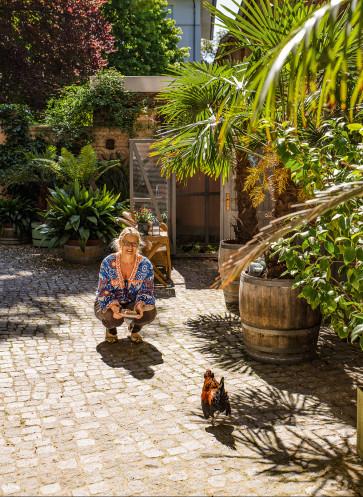 vom glück mit hühnern zu leben eve büchner villa garten innenhof palmen