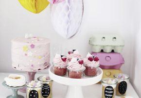 callwey-tag-des-himbeerkuchens-himbeerkuchen-im-glas-mit-weißer-schokolade-titelbild