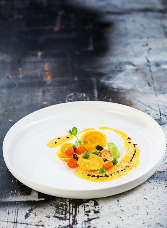Mayer Andreas_Mayer´s Restaurant, Schloss Prielau_Kürbis Ravioli mit Erbsenpüree
