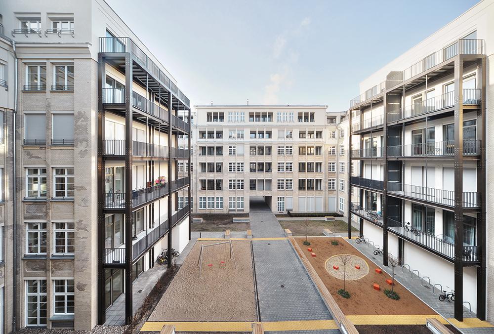Feuerland_Hof-3_Balkone-am-AbbruchWEB