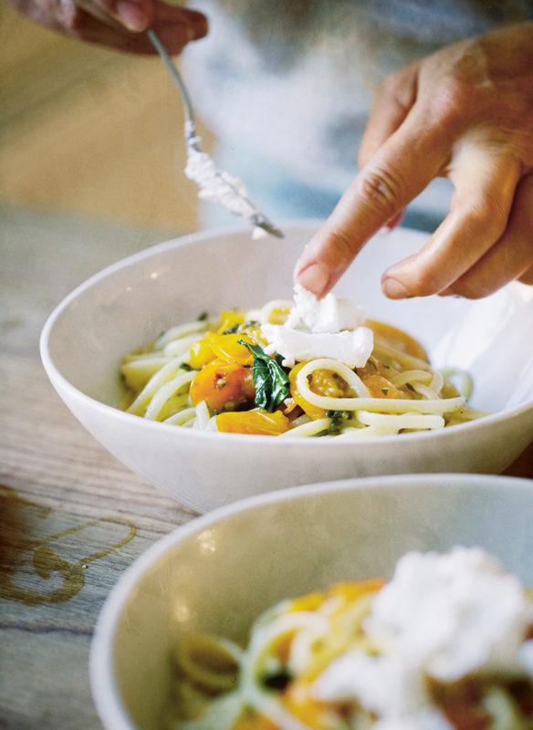 Bonisolli vegetarisch_4_Pasta mit Tomaten und Ziegenkaese