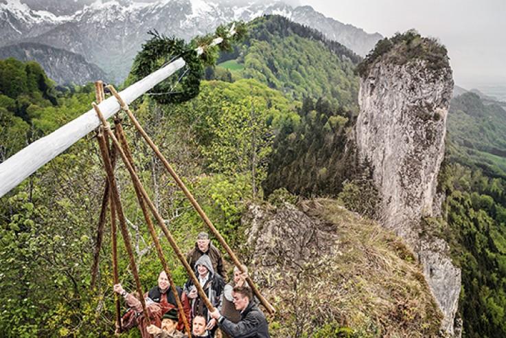 Maibauaufstellen auf dem Barmstein