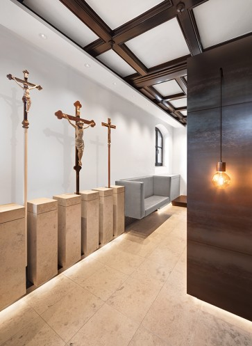 bdia_Kirche_Kreuzwand