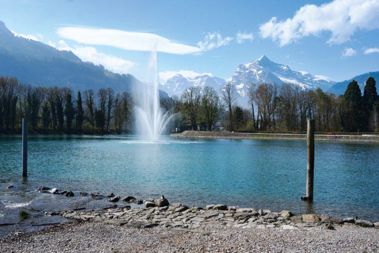 [callwey]-[bodensee]-[Weesen_Wasserfontäne+Berge_]